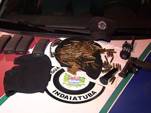 Criminosos deixaram munição e pistola após fuga em Indaiatuba (Foto: Reprodução/EPTV)