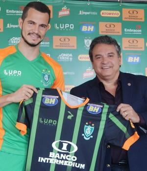 Bruno Teles, novo lateral esquerdo do América-MG (Foto: Divulgação / AFC)