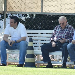 Gilvan acompanha treino do Cruzeiro, na Toca da Raposa (Foto: Maurício Paulucci)