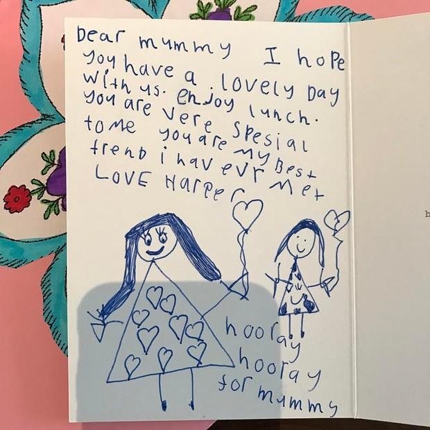 Harper Beckham também homenageou a mãe, Victoria, no Dia das Mães (Foto: Reprodução/Instagram)