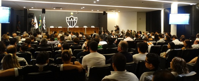Auditório Elias Kalil cheio (Foto: Guilherme Frossard)