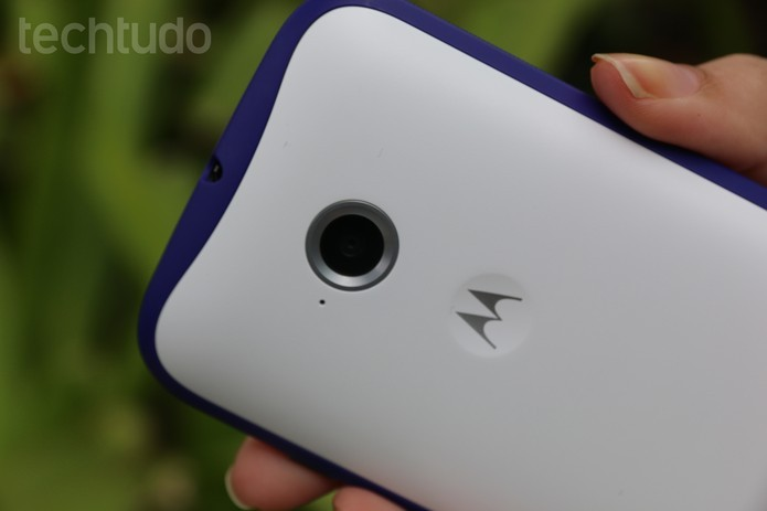 A câmera traseira do Moto E 2015 ainda não tem flash (Foto: Carol Danelli/TechTudo)