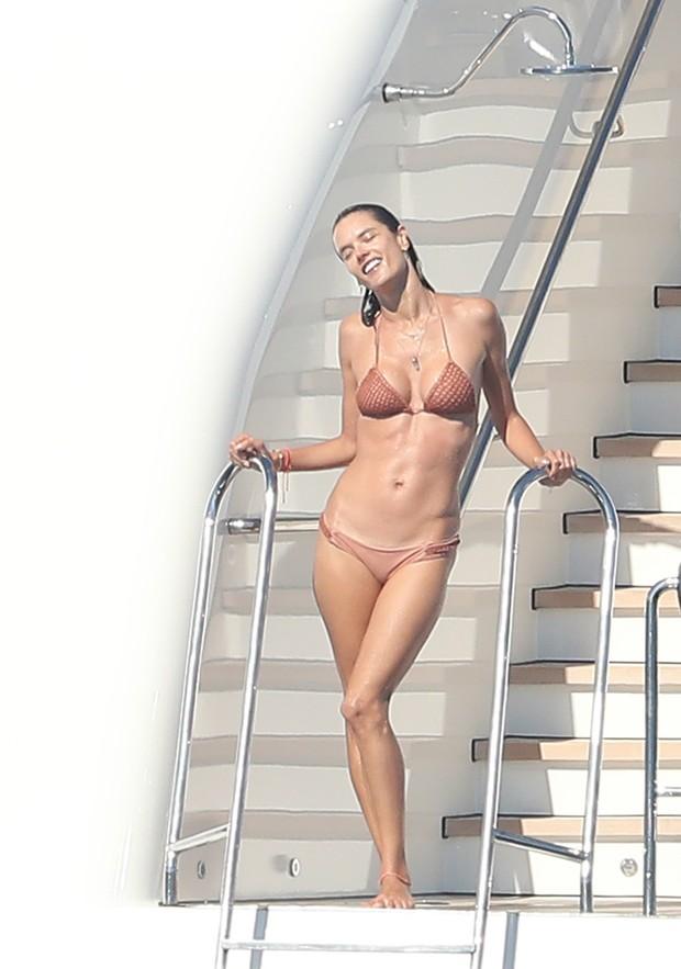 Alessandra Ambrósio (Foto: Grosby Group)