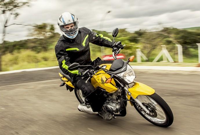 Honda CG 125 Fan é moto que ainda tem carburador