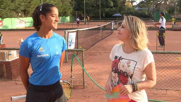 Teliana Pereira, que está entre as 50 melhores tenistas do mundo.  (Foto: Reprodução/RPC)