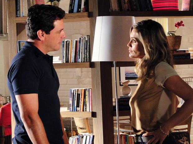 Érica não conta que Morena vai voltar ao Brasil (Foto: Salve Jorge/TV Globo)