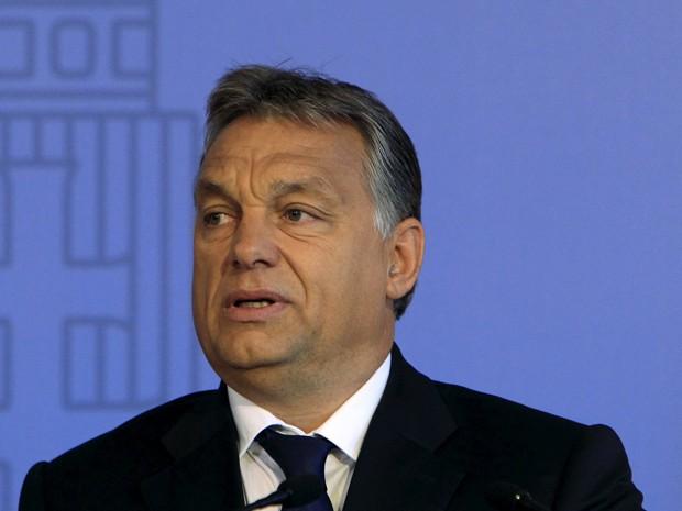O primeiro-ministro da Hungria, Viktor Orban, discursa em Budapeste, na segunda-feira (7) (Foto: Reuters/Bernadett Szabo)