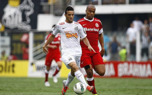 Felipe Anderson na partida contra o Internacional, na Vila Belmiro (Foto: Ricardo Saibun / Santos FC)