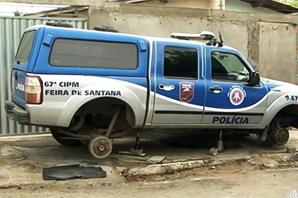 Viatura com rodas roubadas na Bahia (Foto: Rede Bahia)