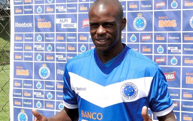 Jackson apresentado no Cruzeiro (Foto: Leonardo Simonini / GLOBOESPORTE.COM)