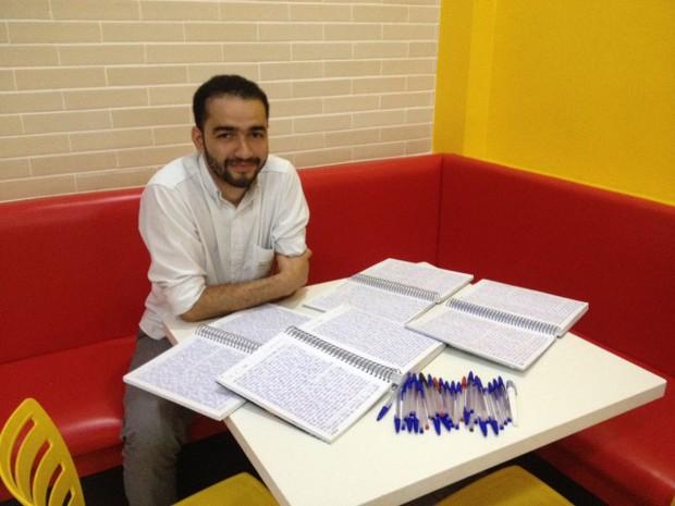 Lucas Rodrigues escreveu Bíblia à mão para memorizar versículos bíblicos (Foto: Divulgação)