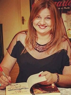 Carina Rissi é anunciada na 1ª Bienal do Livro de Juiz de Fora (Foto: Carina Rissi/ Facebook)