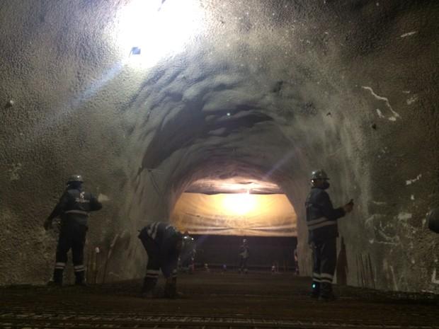 Cerca de 9 mil operários trabalham nas obras de construção da Linha 4 (Foto: Daniel Silveira / G1)