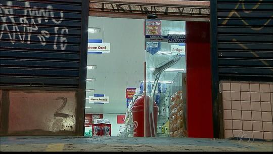 Trio rende funcionários e assalta farmácia em João Pessoa