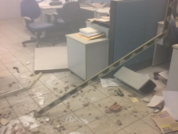 Cofre central da agência foi arrombado pelos criminosos (Foto: Francisco Damião )