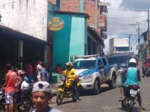 Dupla em moto chegou ao local e disparou contra vítima (Foto: Dudu Face/ Camamu Notícias)