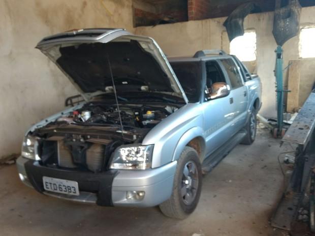 Caminhonete roubada foi encontrada em desmanche em Campinas (Foto: Polícia Militar)