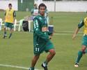 Meia Davi, ex-Coritiba, é a escolha do Vasco para fechar troca por Romário