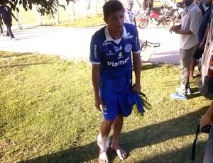 Jean sentiu o tornozelo e teve que deixar o jogo (Foto: Felipe de Pádua/ Globo Esporte Sergipe)