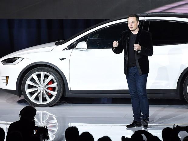 Dono da Tesla, Elon Musk, na apresentação do Model X, o segundo modelo da montadora, em setembro de 2014 (Foto: Susana Bates/AFP)