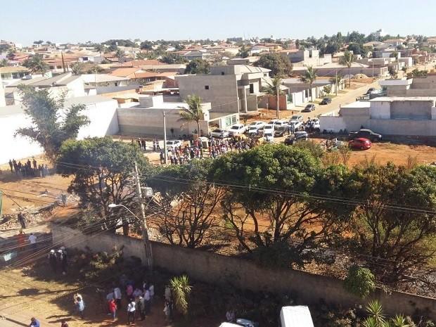 Região onde moradores montaram bloqueio para impedir derrubada no DF (Foto: Isabella Calzolari/G1)