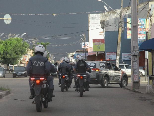 trabalho da PM conta com homens em viaturas e motos que fazem ronda na cidade (Foto: Biné Morais/O Estado)