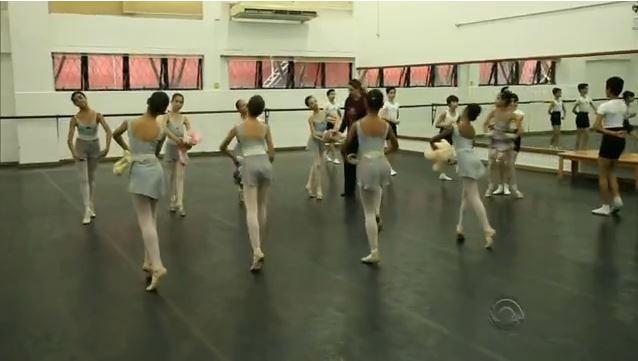Escola Bolshoi de Joinville é a única do mundo fora da Rússia (Foto: Reprodução RBS TV)