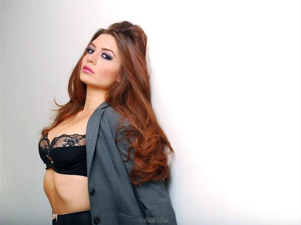 Paige Jennings, que assumiu a personalidade de Veronica Vain, em uma das fotos postadas no Twitter (Foto: Reprodução / Twitter)