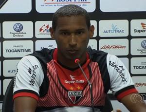 Artur, zagueiro do Atlético-GO (Foto: Reprodução/TV Anhanguera)