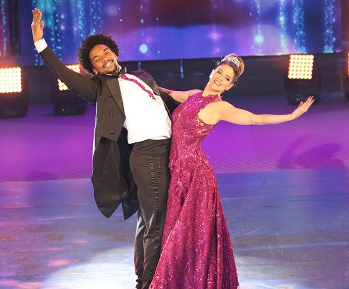 Mariana Santos dança valsa pela primeira vez no Domingão (Foto: Carol Caminha/Gshow)