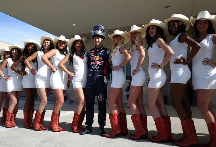 Em Austin, Sebastian Vettel tira onda rodeado pelas belas cowgirls americanas (Foto: Reprodução / Twitter )