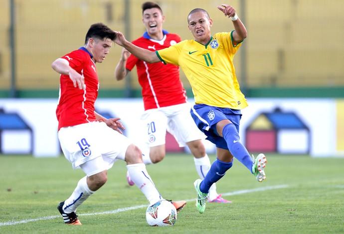 Marcos Guilherme e Sebastian Diaz, Brasil X Chile Sub-20 (Foto: Agência Reutes)