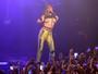 Tove Lo ousa em show em São Paulo e mostra os seios