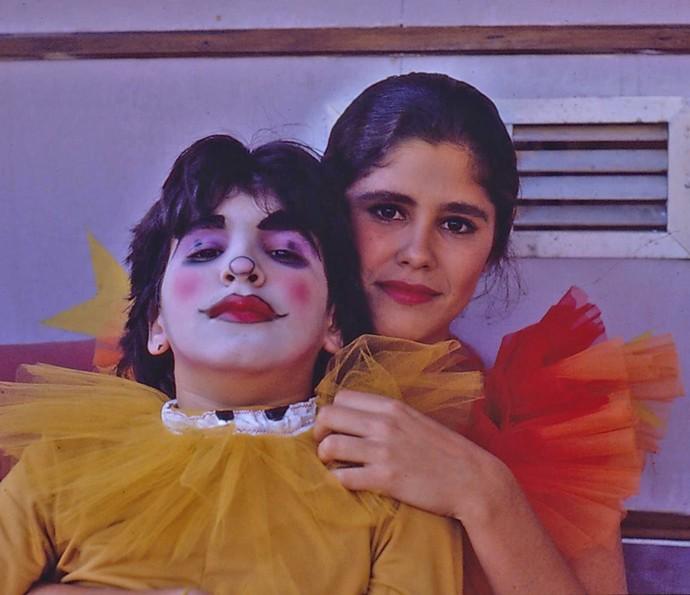 Igor Lage e Juliana Martins posam caracterizados para o circo em 'Vamp' (Foto: CEDOC / TV Globo)