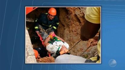 Chão cede e homem cai em buraco de cinco metros em Teixeira de Freitas, no sul do estado