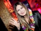 Rosanah 'como uma deusa' causa saia justa em inauguração no Rio