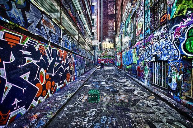 Hosier Lane, em Melbourne, virou local favorito de fotógrafos de moda e casamentos (Foto: Reprodução/Flickr)