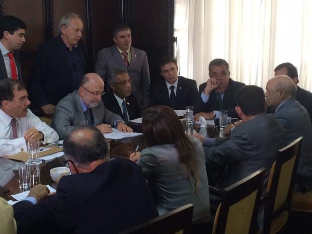 Dornelles se reuniu no colégio de líderes da Alerj nesta quarta-feira (Foto: Alessandro Ferreira/G1 Rio)