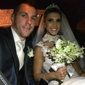 Paulo Victor e Priscila Loureiro se casaram na noite deste sábado (Foto: Reprodução/Instagram)