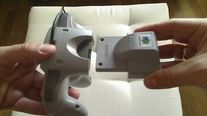 GoldenEye 007: Ideia quase incluiu a possibilidade de recarregar as armas tirando e colocando o Rumble Pak. (Foto: Reprodução/YouTube)