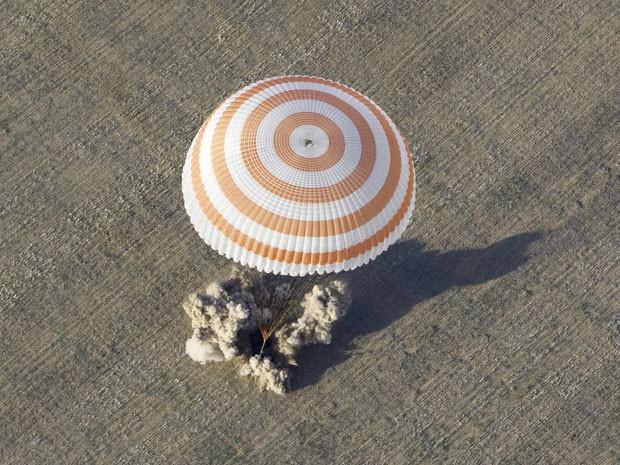 Tripulantes ficaram quatro meses na Estação Espacial Internacional (Foto: Shamil Zhumatov/Reuters)