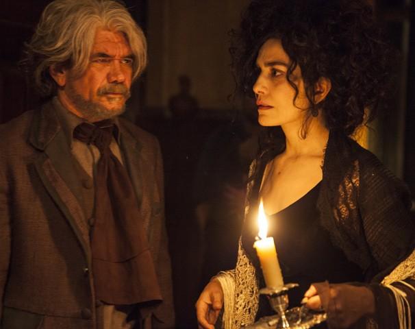 Aragão (Jackson Antunes) e a mulher Arlinda (Letícia Sabatella) na série Amorteamo (Foto: Globo)