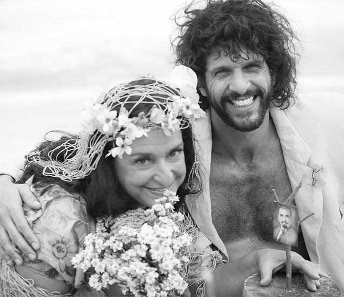 Enfim, casados! Teodora e Tarzan posam felizes após cerimônia ♥ (Foto: Raphael Dias/Gshow)