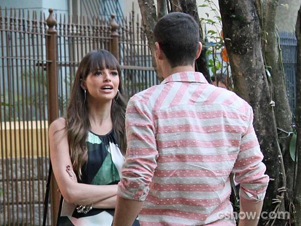 Giselle se revolta com Murilo (Foto: Em Família/TV Globo)