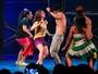 Giovanna Grigio, de 'Êta Mundo Bom', sensualiza em dança no teatro