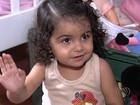 Pais lutam por transplante de medula para menina que não pode se ferir