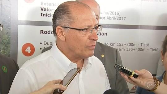 Geraldo Alckmin anuncia reforço de peritos no IML de Itapetininga; moradores reclamam da demora para liberar corpos