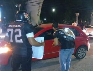 Equipe Cangaceiros vai às ruas e pede dinheiro para custear viagem  (Foto: Juscelino Filho)