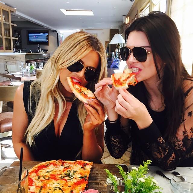 Quando quero fugir da dieta saio com Kendall, diz Khloé (Foto: Reprodução/ Instagram)