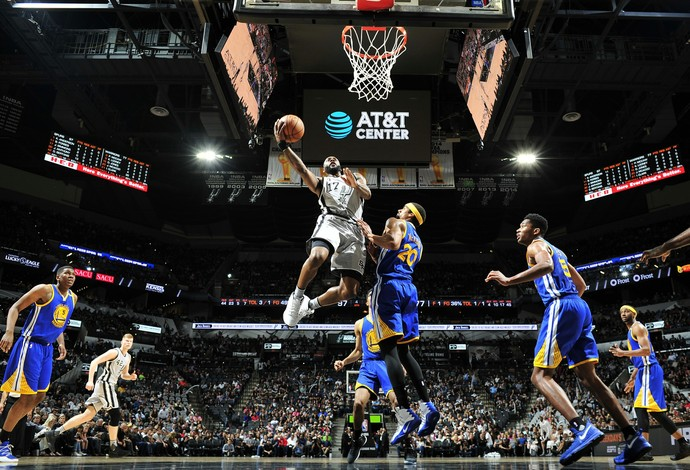 San Antonio Spurs e Golden State Warriors voltam a se enfrentar nesta terça no Texas (Foto: Getty Images)